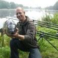 Bootsangler mit Karpfen