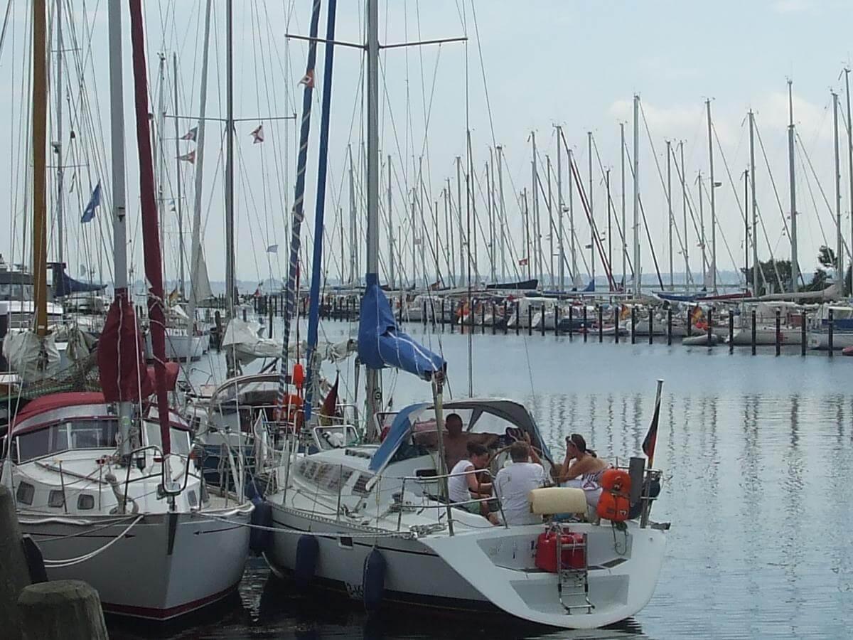 Beim Segeln navigieren