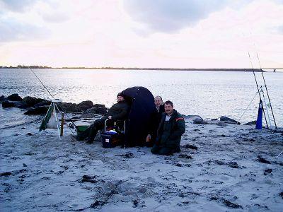 Brandungsangeln am 13.11.2004 am Strand von Miramar auf Fehmarn in der Ostsee