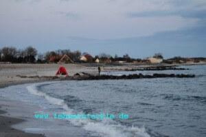 zwischen den Buhnen am Strand von Miramar
