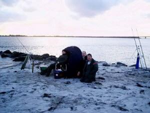 Brandungsangeln am 13.11.2004 am Strand von Miramar auf Fehmarn in der Ostsee © MaBoXer